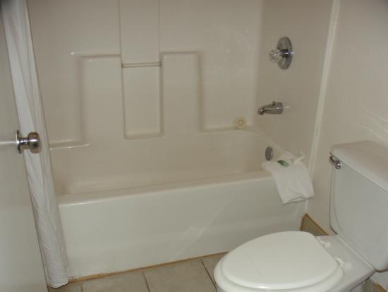 Beachcomber Inn: Banheiro