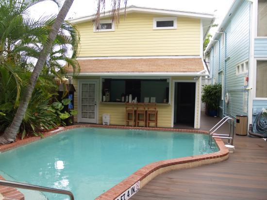 zwembad met gratis koffie bar picture of douglas house. Black Bedroom Furniture Sets. Home Design Ideas