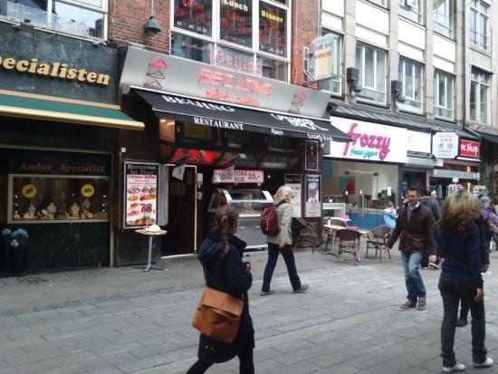 Sams Bar: Outside