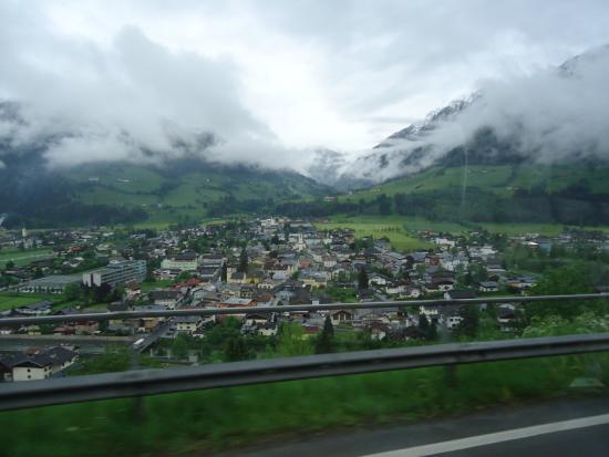 Hotel zur Schönen Aussicht: view towards the village