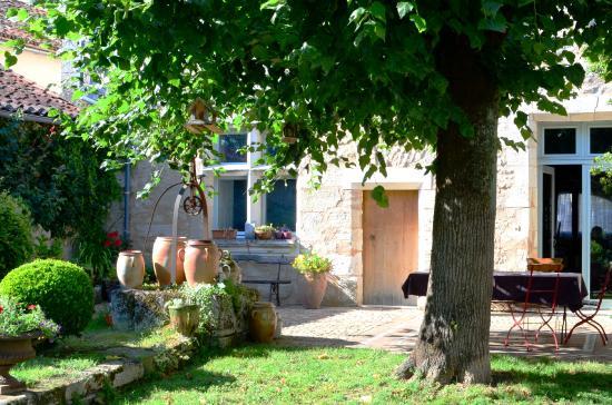 Le Tilleul de Lila: Jardin, façade de la maison