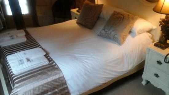 Bed Photo De Logis De France Hotel La Chartre Sur Le