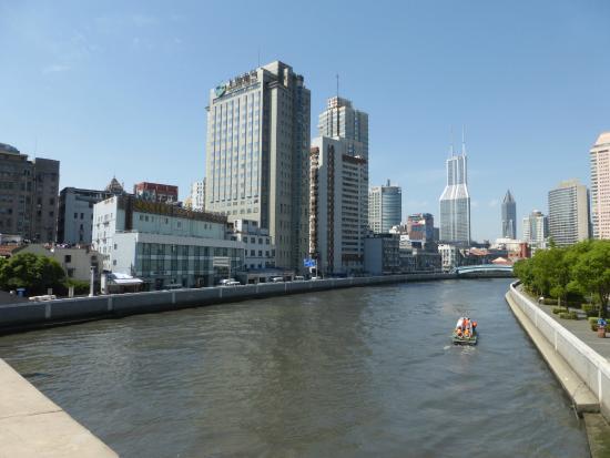Le Lakeside Holiday Inn Hotel sur les bords de la Rivière Suzhou