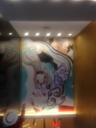 Grand Continent International Hotel: art over the elevator