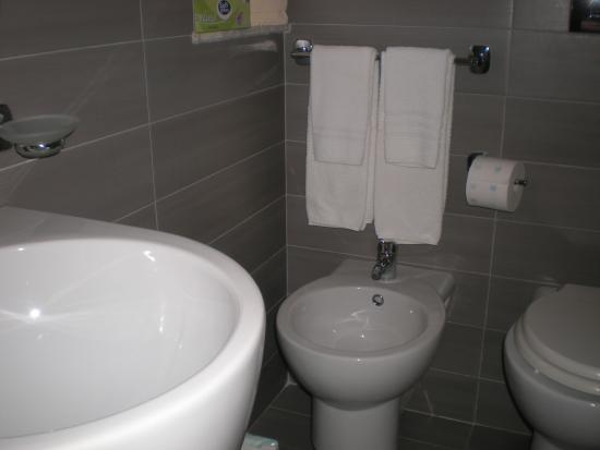 Villa Artemide : il bagno nuovissimo