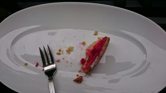 B. Neumann: We had to wait half an hour for bad cake and weak coffee