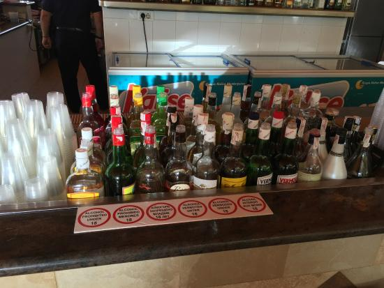 Hotel Best Tenerife: The local spirits for self service cocktail making!