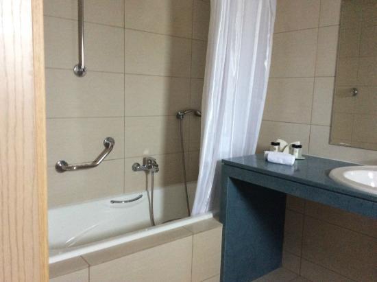 badkamer - Picture of Astir Odysseus Kos Resort & Spa, Tigaki ...