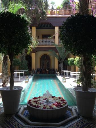 Riyad Al Moussika: Lobby - Pool