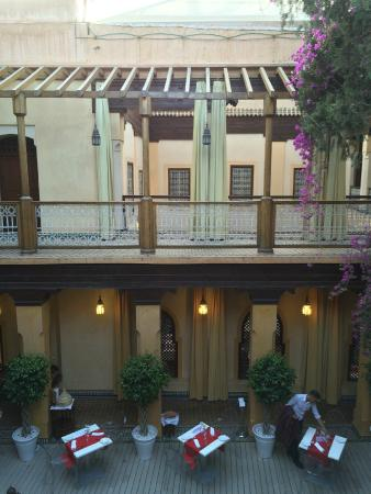 Riyad Al Moussika: Courtyard and dining room