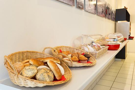 Alberthotel : buffet for breakfast