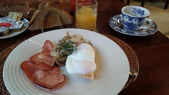 Lurline House: Breakfast, made to order