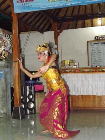 Citra Lestari Cottages: Et de temps en temps  les danseuses balianises