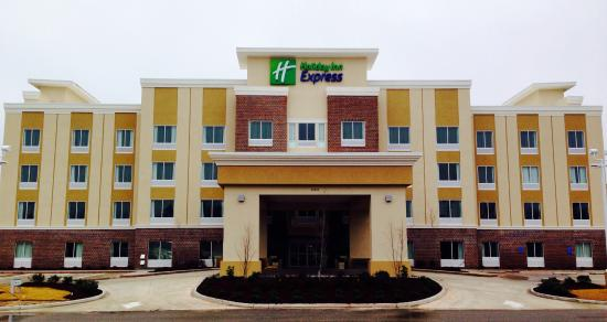 Holiday Inn Express Covington Madisonville: Hotel Entrance