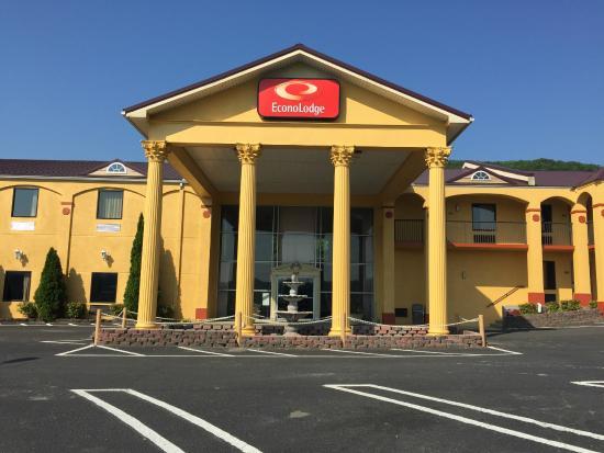Econo Lodge Dalton: Building Pic