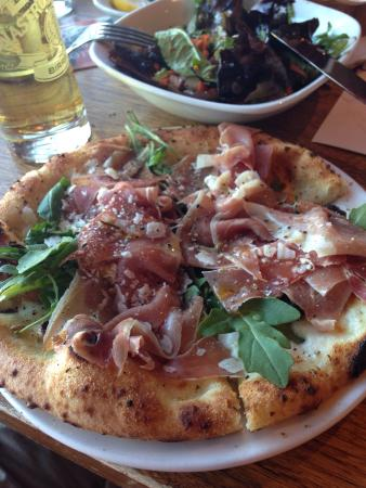 Famoso Neapolitan Pizzeria : Prosciutto and Arugula