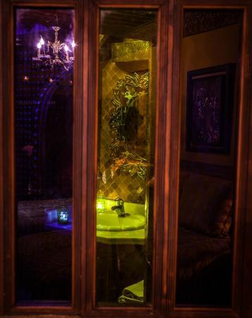 Riad La Maison Verte: window on art