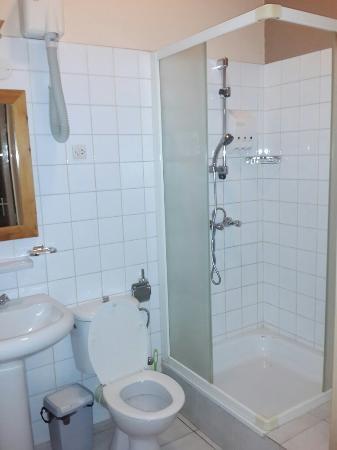 Hotel Botanika: Rooms and Bathrooms
