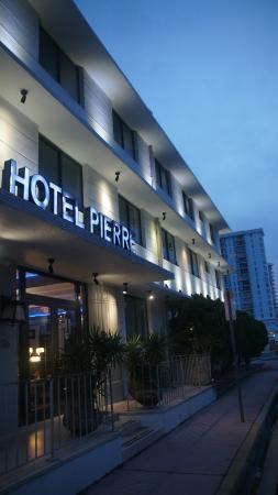 Hotel Pierre Entrance