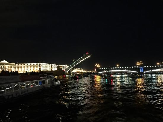 ‪Midnight St Petersburg Cruise: Drawbridges and Canals‬