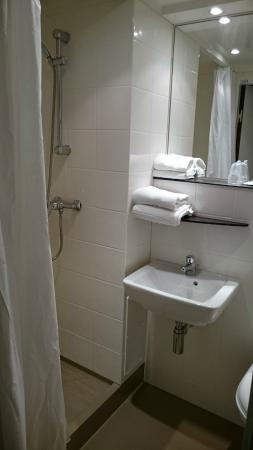 Fasthotel Dunkerque : Bathroom