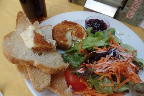 Cafe Guglhupf: Fried Camebert Cheese Dish