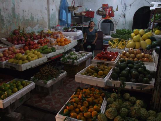 Thu Giang Guesthouse: vicino all' hotel frutta a volonta'