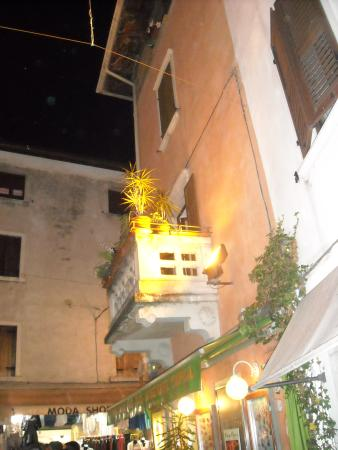 Hotel Astoria: Hotel locality, by night