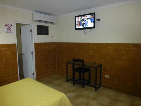 Hotel Residencial Obaldia: Basic room, but large ans spacious