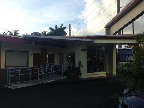 Palacio Inn Motel: Маленький ресепшн и буфет
