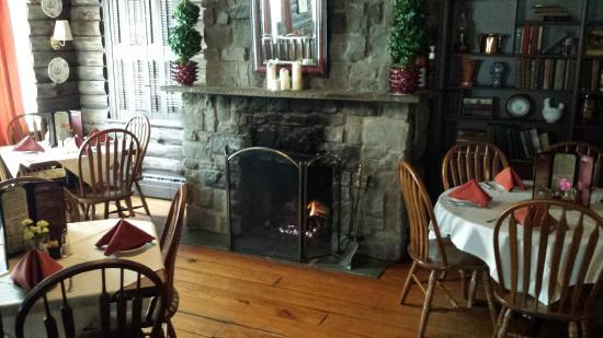 Genial Carolina House: Fire In The Winter