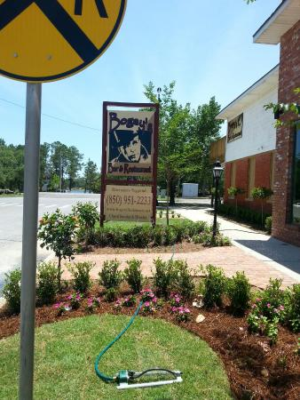 Bogey's Bar & Restaurant: Outdoor photos of entrance and view of beautiful Lake DeFuniak from the upper deck.  View of sta