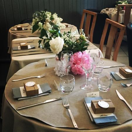 Décoration de table pour déjeuner de baptême - Picture of La Salle ...