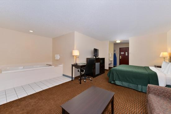 Quality Inn & Suites: J King Suite