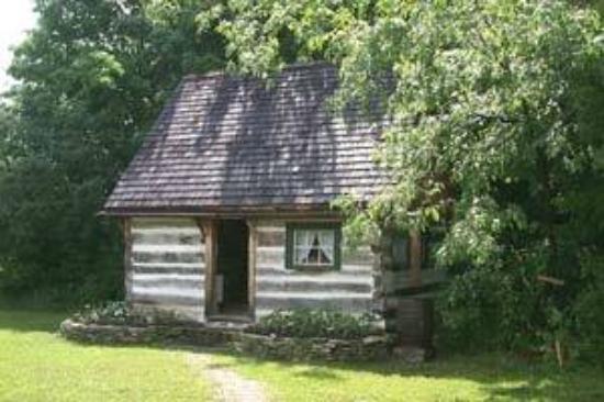 Mindemoya, Canada: getlstd_property_photo