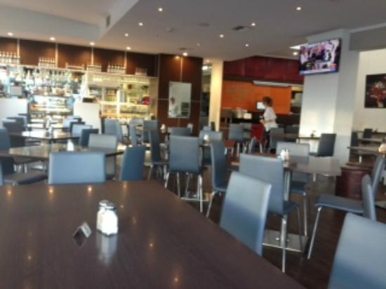 Mediterranean Cafe Ristorante: Interior