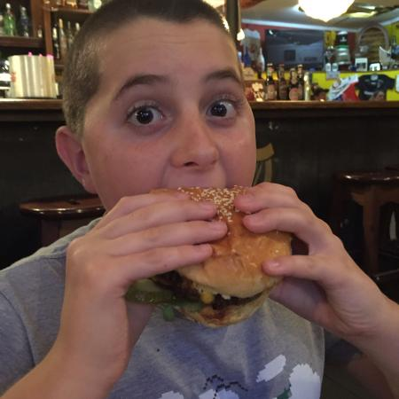 Irish Pub Sorengo : My son with his double bacon burger!!