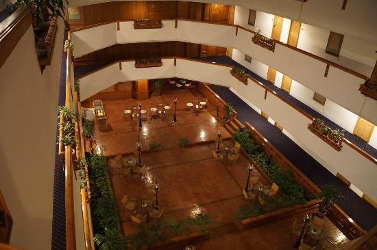 """Lotus Hotel: Un """"petit salon"""" au niveau piscine"""