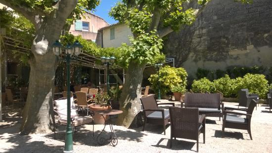 Hotel Restaurant La Ferme: Détente à l'ombre