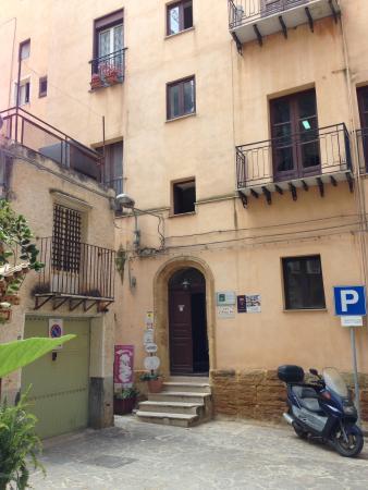 Bed and Breakfast L'Antica Via: Front door