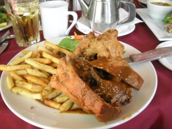 Bob's Bar n' Grill: Roast beef with Yorkshire Pudding.