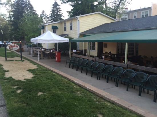 Bub's Burgers & Ice Cream: Outside seating available