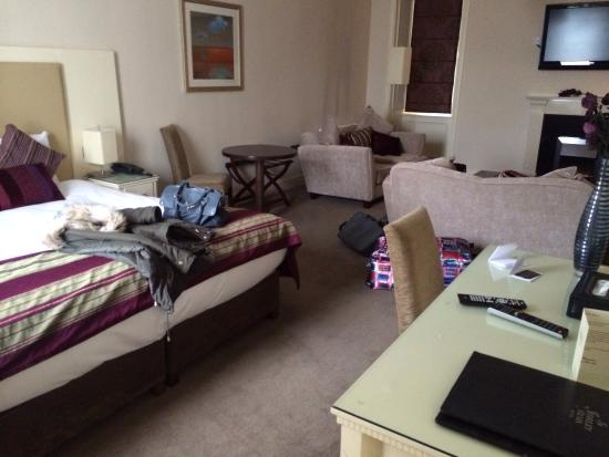 Shirley Arms Hotel: Our very spacious room.