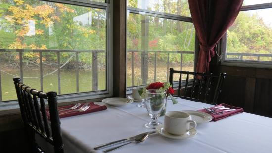Caledonia, Canada: Window table for 2