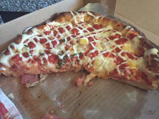 Mickey's Pizza: Amazing fly'n hawain deep dish!
