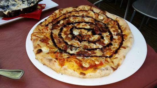 Fire Works Pizza: smoky blue pizza