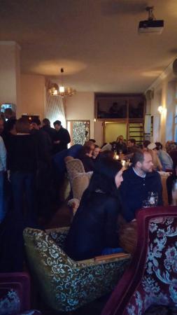 Wohnzimmer Bremen Ongedwongen Sfeer Je Kan Binnen Lopen En Een Lekkere Stoel Uitzoeken