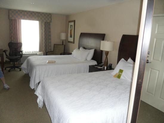 Hilton Garden Inn Ames: Double Queen Room Awesome Ideas
