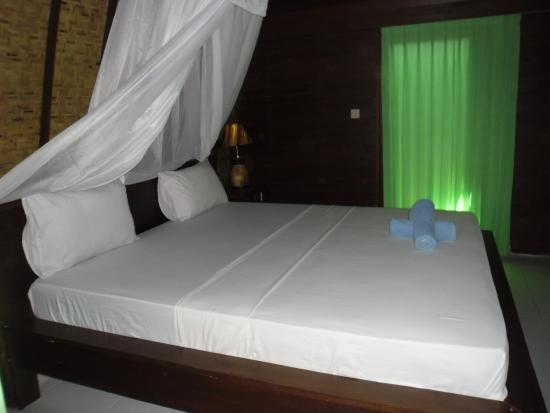 dan ini kamar tidur kami di beda bungalow