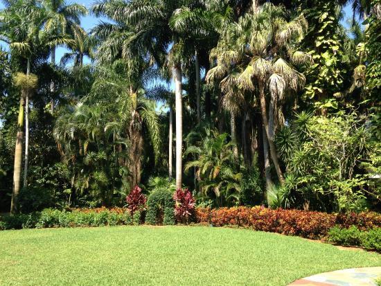 Sunken Gardens Wedding Lawn